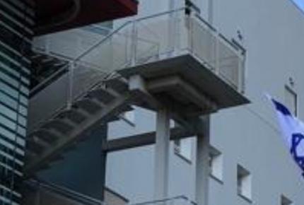 מדרגות חיצוניות בית חולים איכילוב